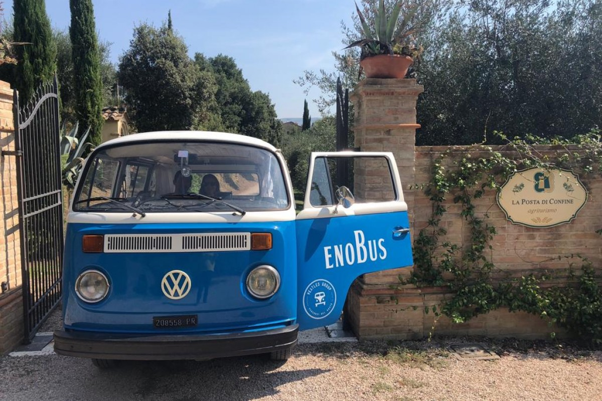 Your stay between Umbria and Tuscany, with wine tour in EnoBus